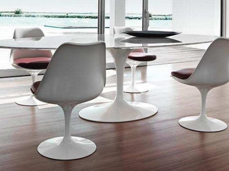 Tavolo ovale con basamento centrale Saarinen made in italy 180x110 con 4  sedie Sigerico scontato