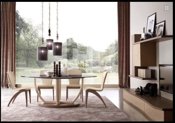 Tavolo ovale in cristallo con sedie in ecopelle signorini for Tavolo piu sedie