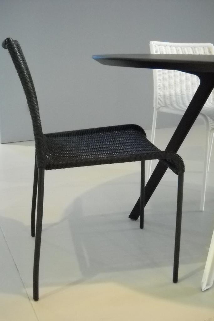 Tavolo ovale e 4 sedie katana di accademia in offerta for Tavolo ovale ufficio