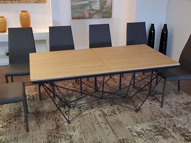 Tavolo ozzio fil8 t238 in legno allungabile prezzo outlet for Tavoli design outlet