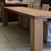 Tavolo realizzato con tavole di Parquet di Rovere Spazzolato ,tipologia Fisso , dimensioni Maxi L=292 cm.x 90 , artigianale , produzione di Falegnameria Atelier Interni