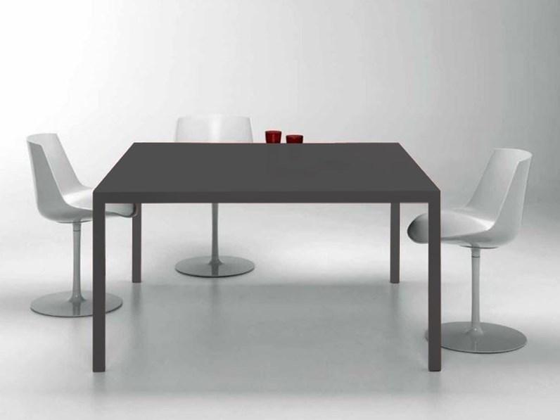 Tavolo quadrato a quattro gambe moderno lema scontato for Tavolo quadrato