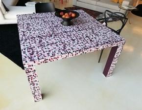 Tavolo quadrato a quattro gambe Rock De rosso scontato