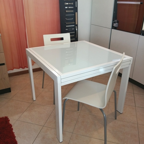 Tavolo quadrato allungabile moderno in vetro bianco for Tavolo cucina moderno bianco