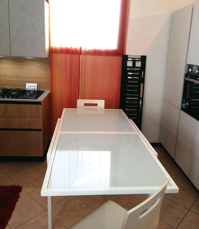 Tavolo quadrato allungabile moderno in vetro bianco for Consolle allungabile laccata bianca