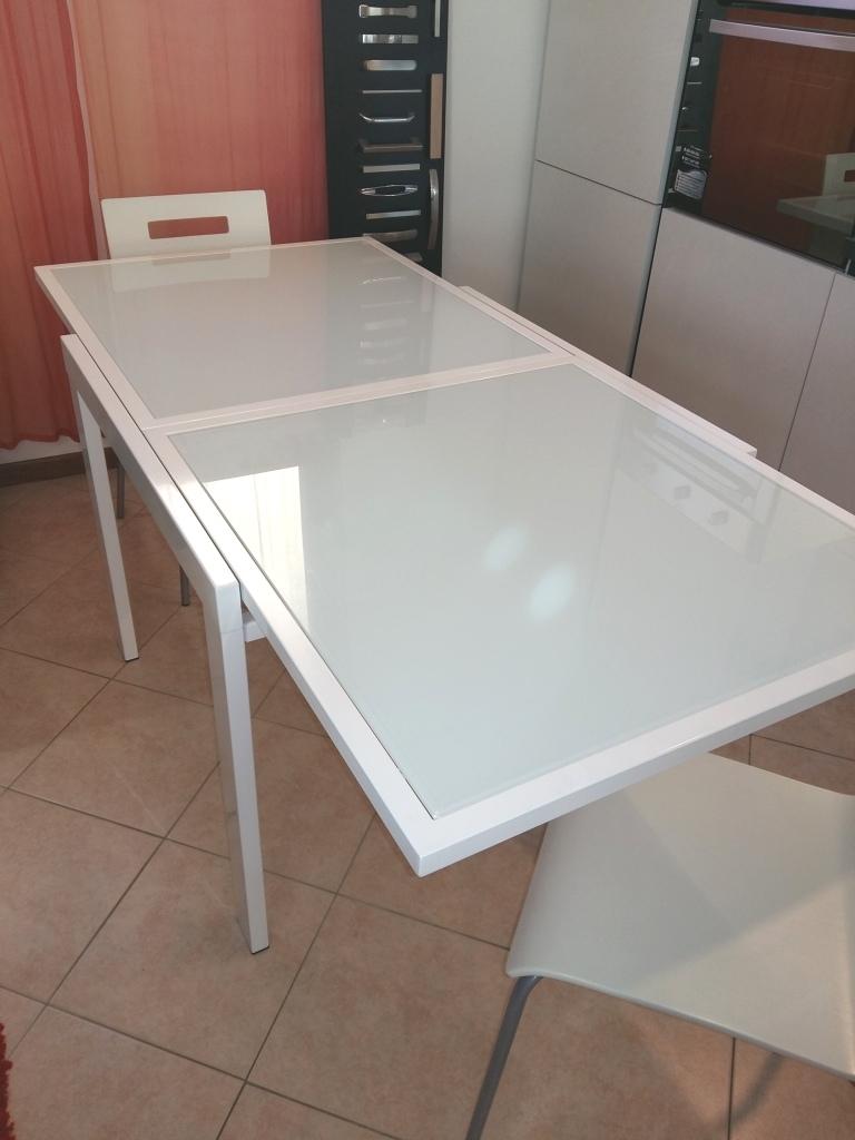 Tavolo Quadrato Allungabile Moderno In Vetro Bianco