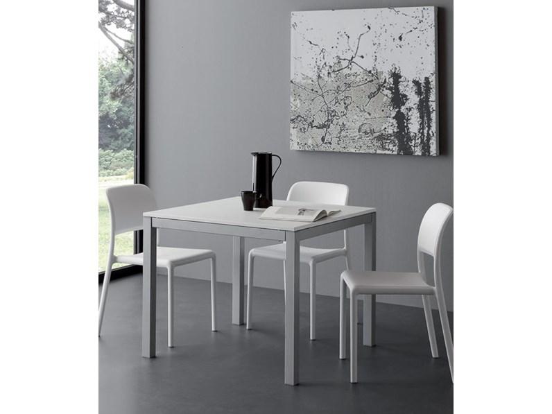 Tavolo quadrato in laminato majestic quadro la seggiola in for Tavolo quadrato grande
