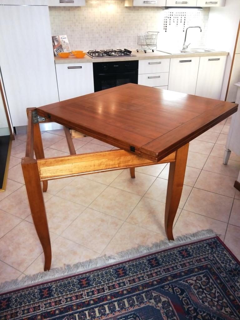 Tavolo quadrato in noce massello allungabile tavoli a for Tavolo legno quadrato