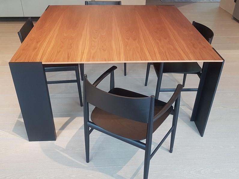 Tavolo quadrato modello metallico di porro in offerta outlet for Tavolo quadrato