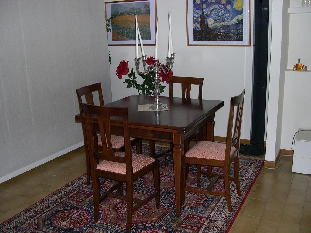 Tavolo quadrato raddoppiabile modello r 118 a tavoli a for Tavoli pieghevoli da salotto