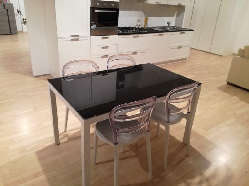 Tavolo rettangolare con basamento a quattro gambe black la for Biassoni arreda