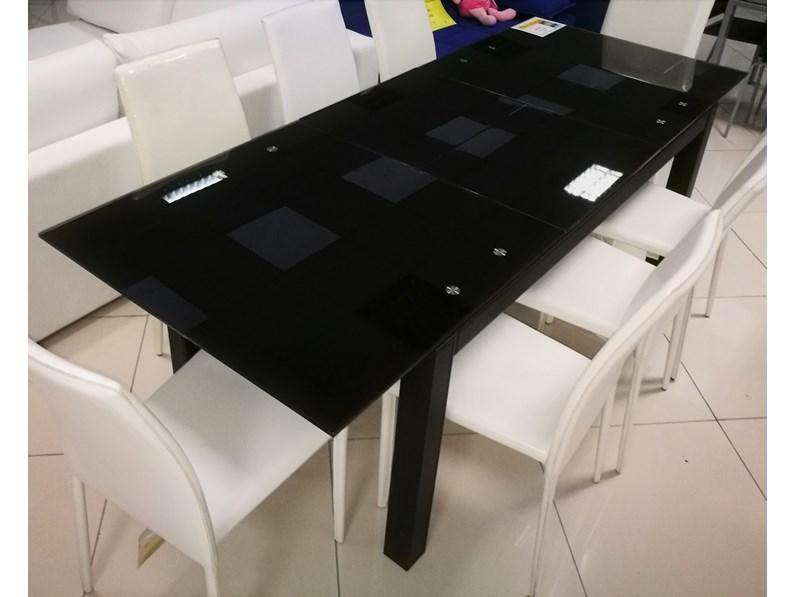 Tavolo rettangolare a quattro gambe spam di stones for Mercatone dell arredamento fizzonasco