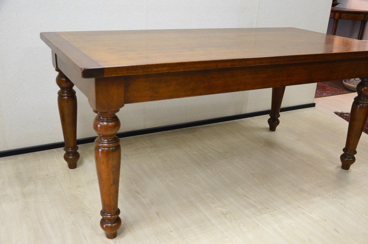 Tavolo rettangolare in legno massello di produzione - Tavolo di legno ...