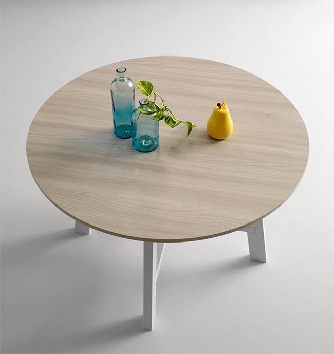 Tavolo rotondo con piano in legno nuovo a prezzo scontato for Tavolo rotondo legno chiaro
