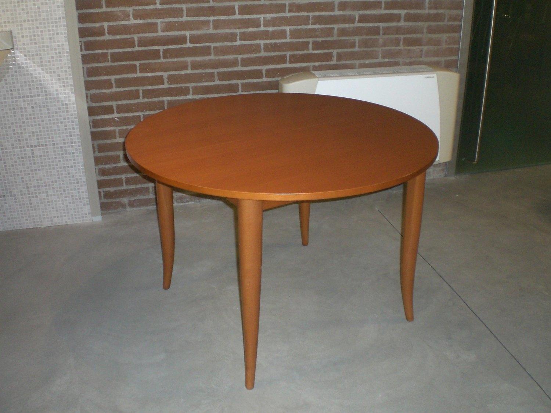 Illuminazione tavolo rotondo una collezione di idee per for Tavolo moderno rotondo