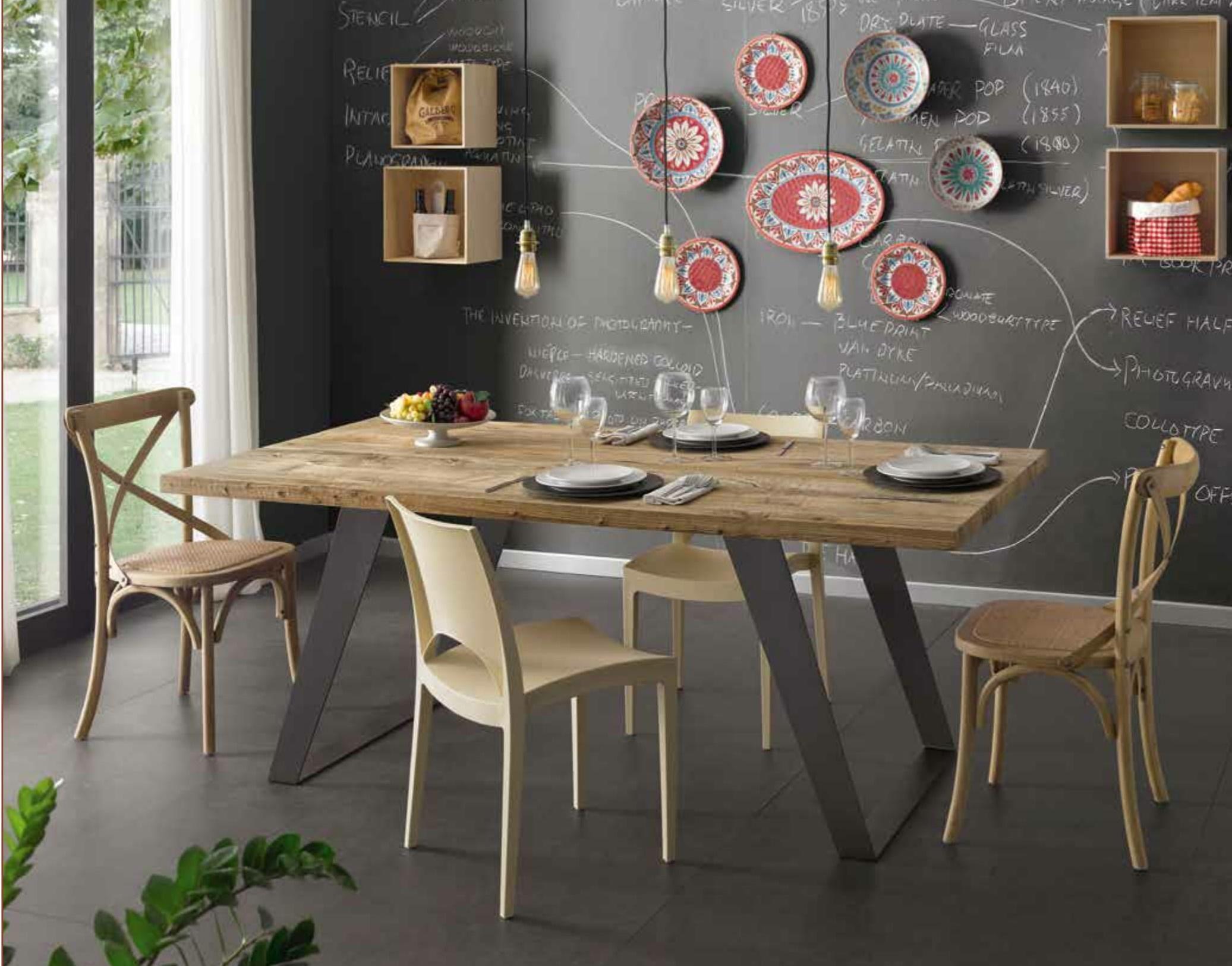 Tavolo in legno di ontano trattato con cera naturale for Tavoli particolari per cucina