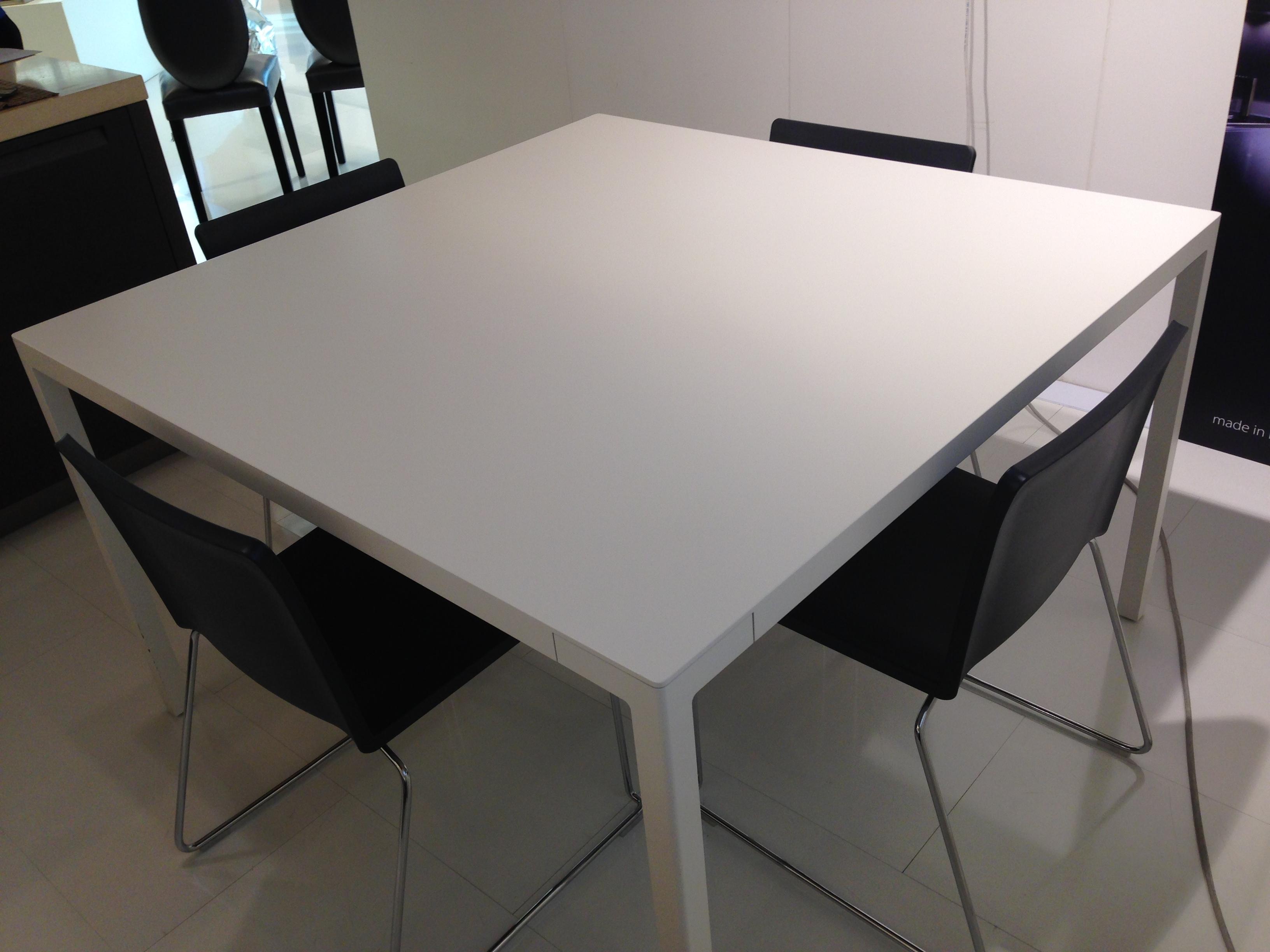 Tavolo varenna con sedie scontato tavoli a prezzi scontati for Tavolo bianco con sedie