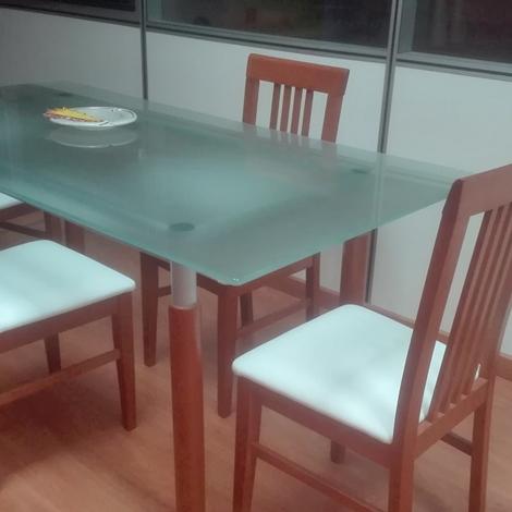 Tavolo vetro 4 sedie tavoli a prezzi scontati for Tavolo vetro satinato