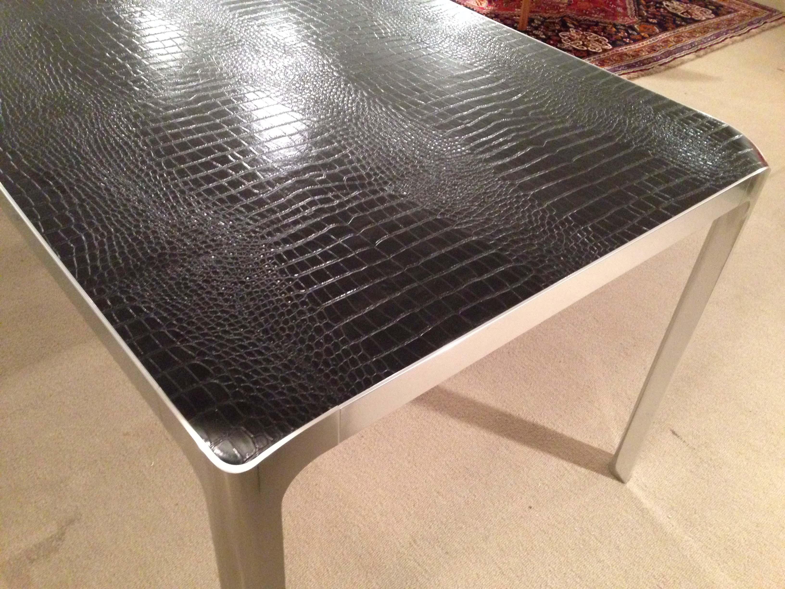 Tavolo e sedie da anninare a cucina ciliegio for Consolle moderne in pelle