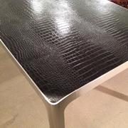 Tavolo rettangolare fisso Ycami Ypsilon in alluminio e piano in pelle cocco nera