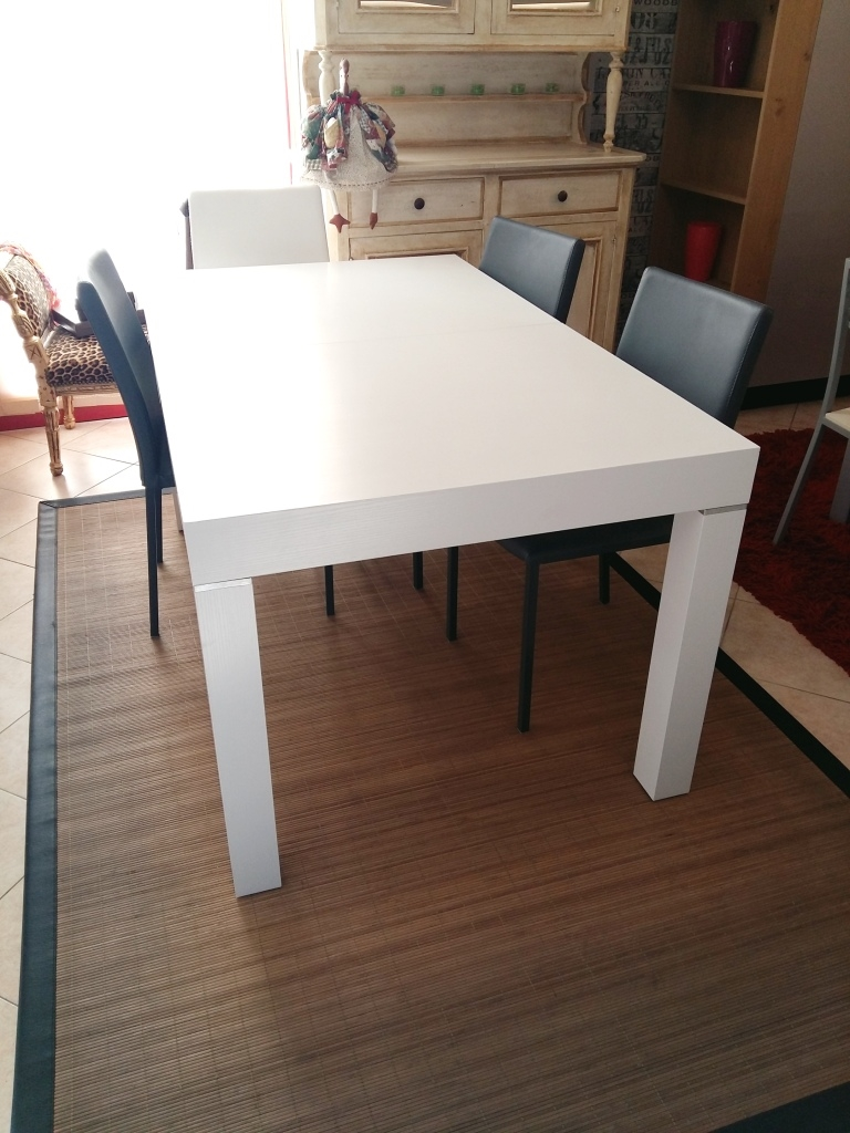 Tavolo zamagna in legno bianco allungabile scontato del 50 for Tavolo in legno bianco