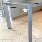 Tavolo quadrato allungabile moderno in metallo e laminato materico