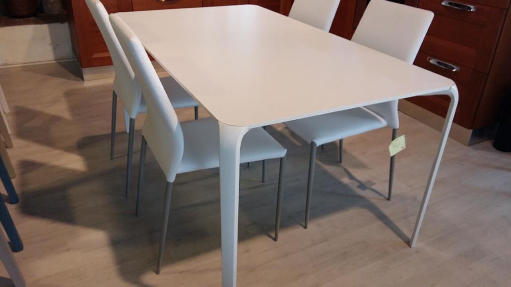Tavolo moderno Tonin Casa scontato del 54% - Tavoli a prezzi scontati