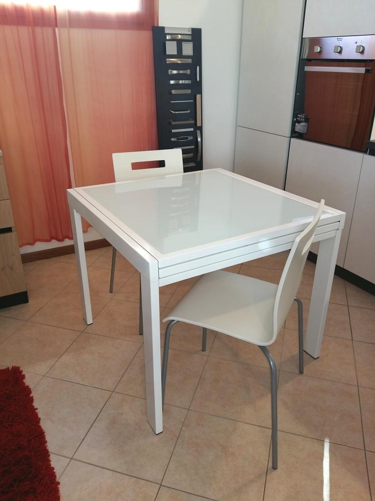 Zamagna tavolo quadrato in vetro bianco scontato tavoli for Tavolo quadrato cucina